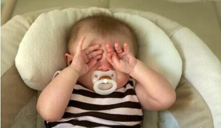 孩子夜半惊醒是做噩梦?排除诱因可改善