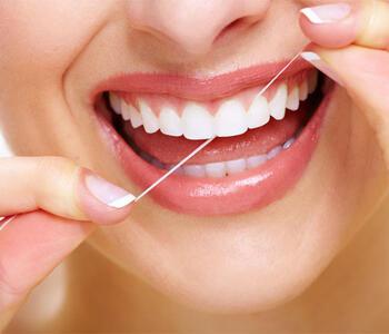 专家提醒:牙签剔牙不如用牙线及牙刷