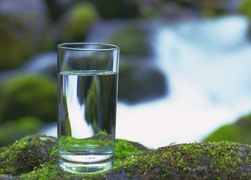 正确喝水可治病 专家解说怎么喝水好