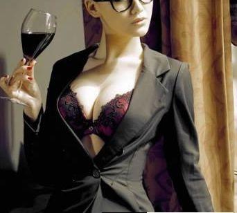 OL美女日常简单的丰胸方法 在办公室就能大