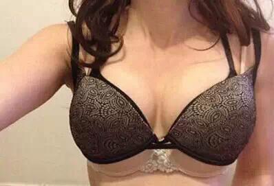 女人穿衣显不显胸大 跟这些有大关系