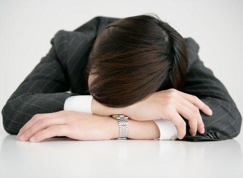 身体很累但就是睡不着,需要吃安眠药吗