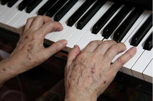 老年斑的消除方法:祛斑只需4招