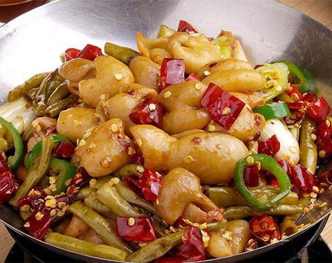 炒菜何时放盐,哪种做法更科学健康呢?