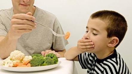微量元素缺乏的症状:口角炎缺B2,没胃口缺锌