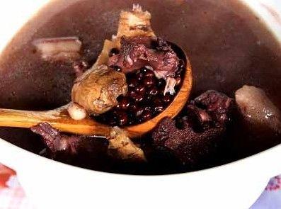 日常喝碗黑豆猪蹄汤 肾好身体棒