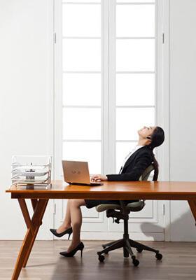 白领女性久坐易致7大问题 如何解决