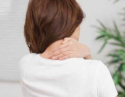 """颈部不适试试""""米""""字操 可防颈椎病"""