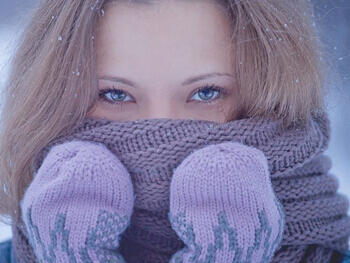 抗寒流需注意:别把围巾当口罩 儿童围巾戴短款