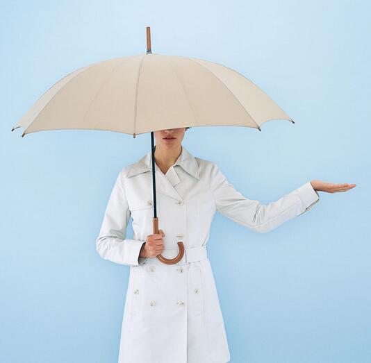 """天寒雨湿,女性别忘撑把""""健康伞"""""""