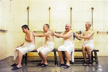 寒冬季节老年人洗澡注意什么