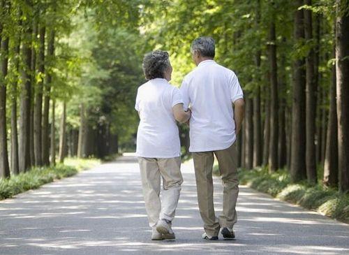 老年人倒走能养生 但是倒走也有讲究