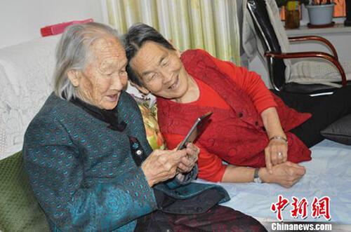 偏爱野菜不沾肉,老人已经103岁