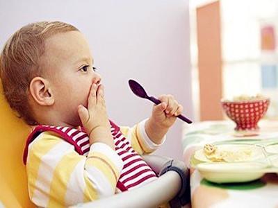 支招:如何让一岁宝宝乖乖吃饭