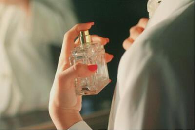 """都说""""闻香识女人"""",香水怎么用好你知道吗"""