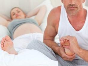 孕妇半夜腿抽筋,1个妙招巧解决