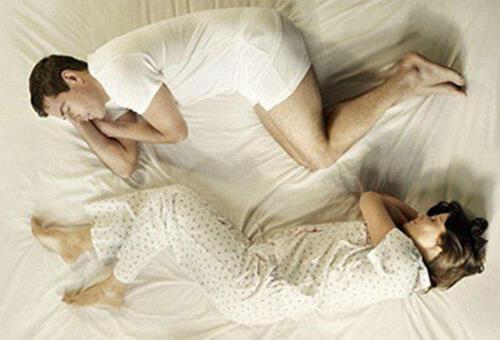 很简单,从睡姿就能看出你肝脏好不好!