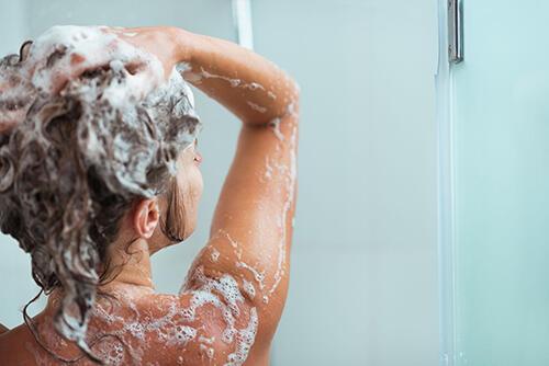 头皮干又痒!洗发前做这1招,保湿止痒免烦恼