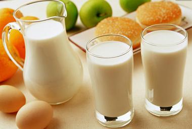 五种食物,晚上睡前吃,严重危害身体健康