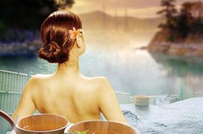 冬天洗澡,心脏不好的人不妨坐着洗