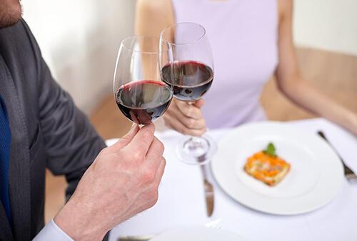 这样喝红酒可以预防老年痴呆,很简单