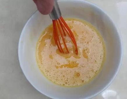 炒鸡蛋时加两样法宝,健康美味两齐全