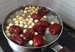 疯传:喝红枣水能治脂肪肝?营养师神回复