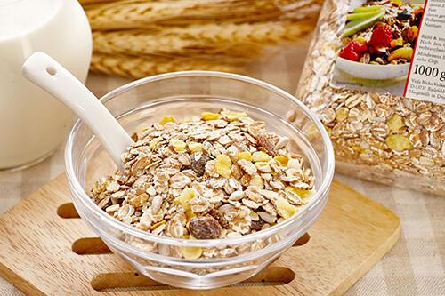 早餐吃燕麦控制体重,煮的、泡的,效果一样好?