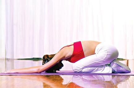 当心!频繁练习高温瑜伽易脱发