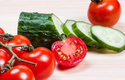"""减肥明星""""小黄瓜"""",不能和番茄一起吃?"""