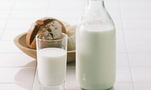 常喝牛奶的女人和常喝豆浆的女人,皮肤和身材真的不一样