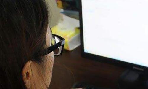 常玩手机和电脑很伤眼!医生推荐7种最护眼的果蔬