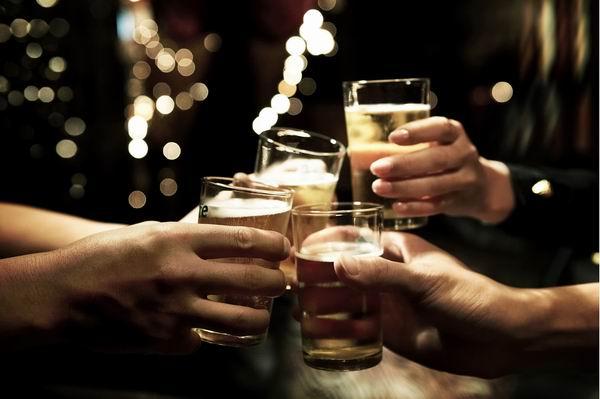 喝酒时不能吃这4样食物,很多人都不知道