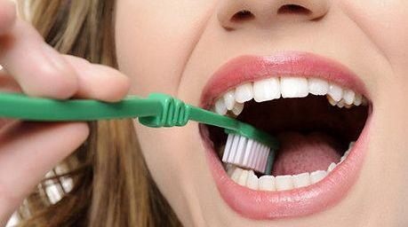 为什么天天刷牙,牙齿还是那么黄呢?