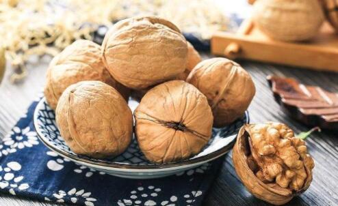 每天吃几个核桃,能预防心血管疾病,清血管