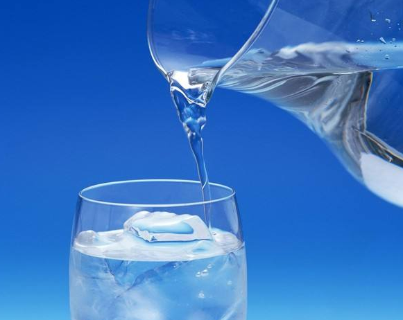 早晨多喝这几杯水很养生,专家提醒:要注意这三点